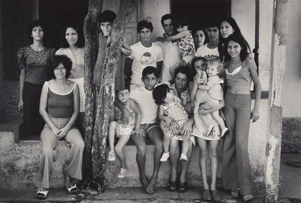 Flavio: Untitled (family group photo) / Gordon Parks