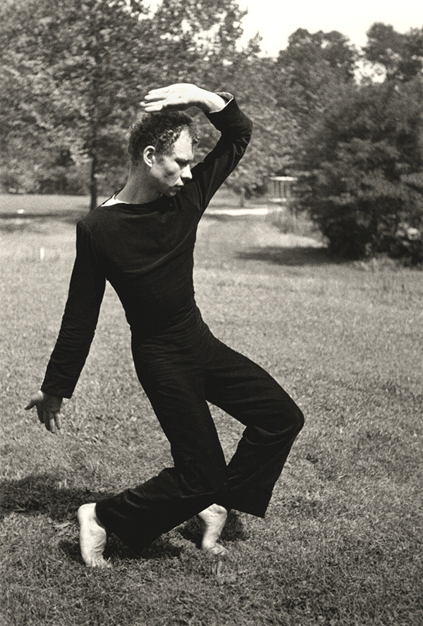Merce Cunningham Dancing / Hazel Larsen Archer