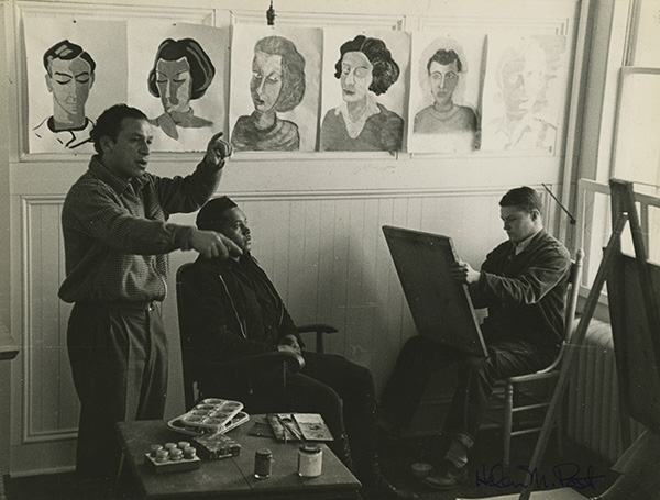 Xanti Schawinsky teaching a portraiture class, in an undated photo by Helen Post Modley