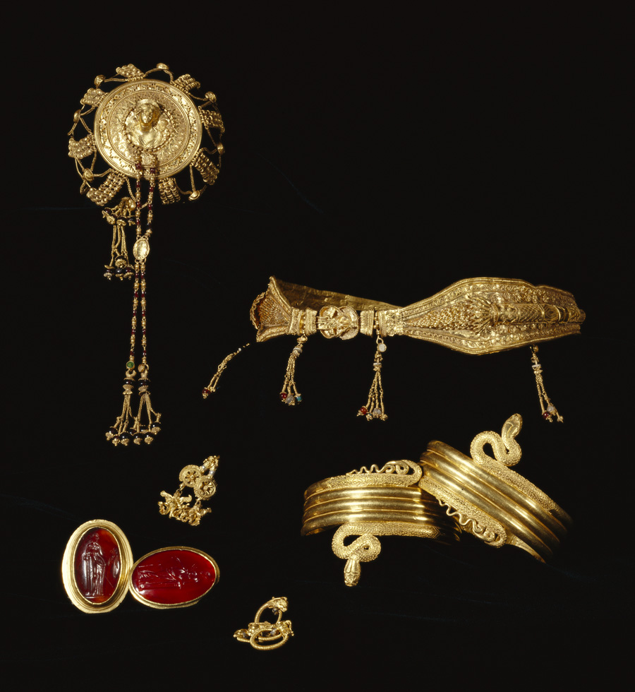 Ensemble of Ptolemaic jewelry