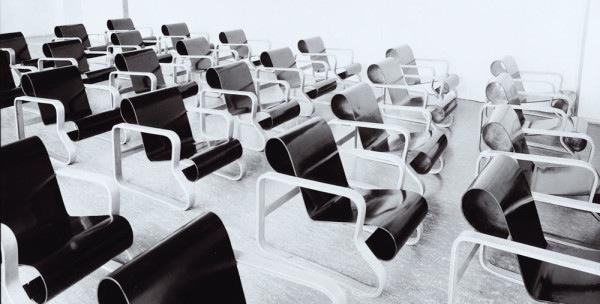 Paimio chairs (Artek no 41) in the Paimio Sanatorium lecture room. Photo: Gustaf Welin, Alvar Aalto Museum. 1930s