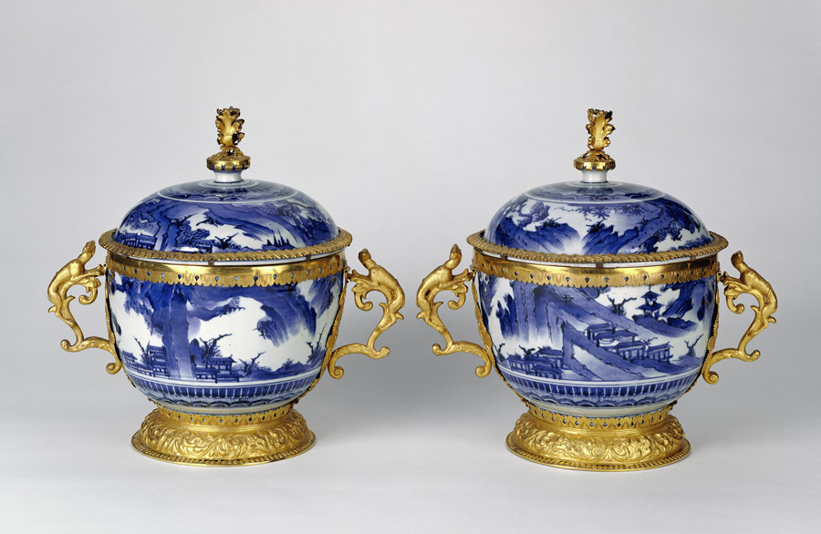 Pair of Lidded Bowls / Japanese or Chinese with Swiss gold mounts