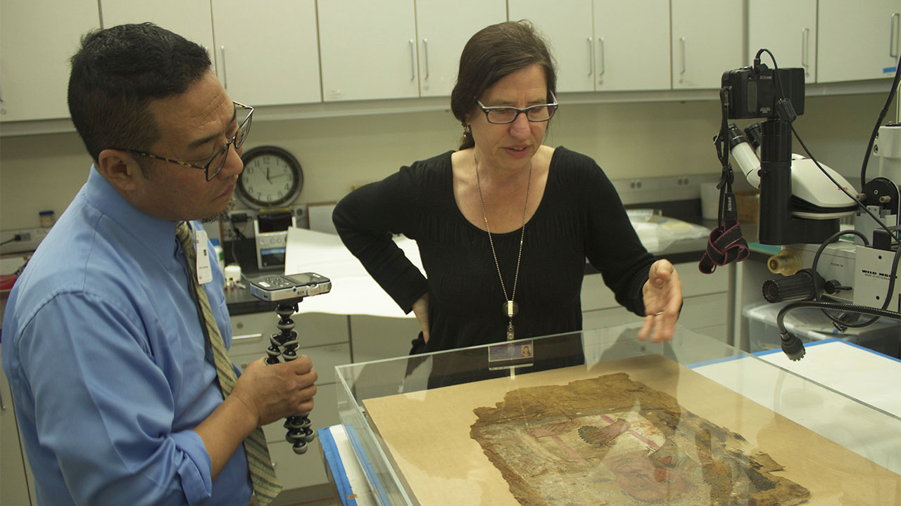 Getty Museum conservator Marie Svoboda discusses perceptions of ancient art with visiting artist Alan Nakagawa in the Museum's conservation studio