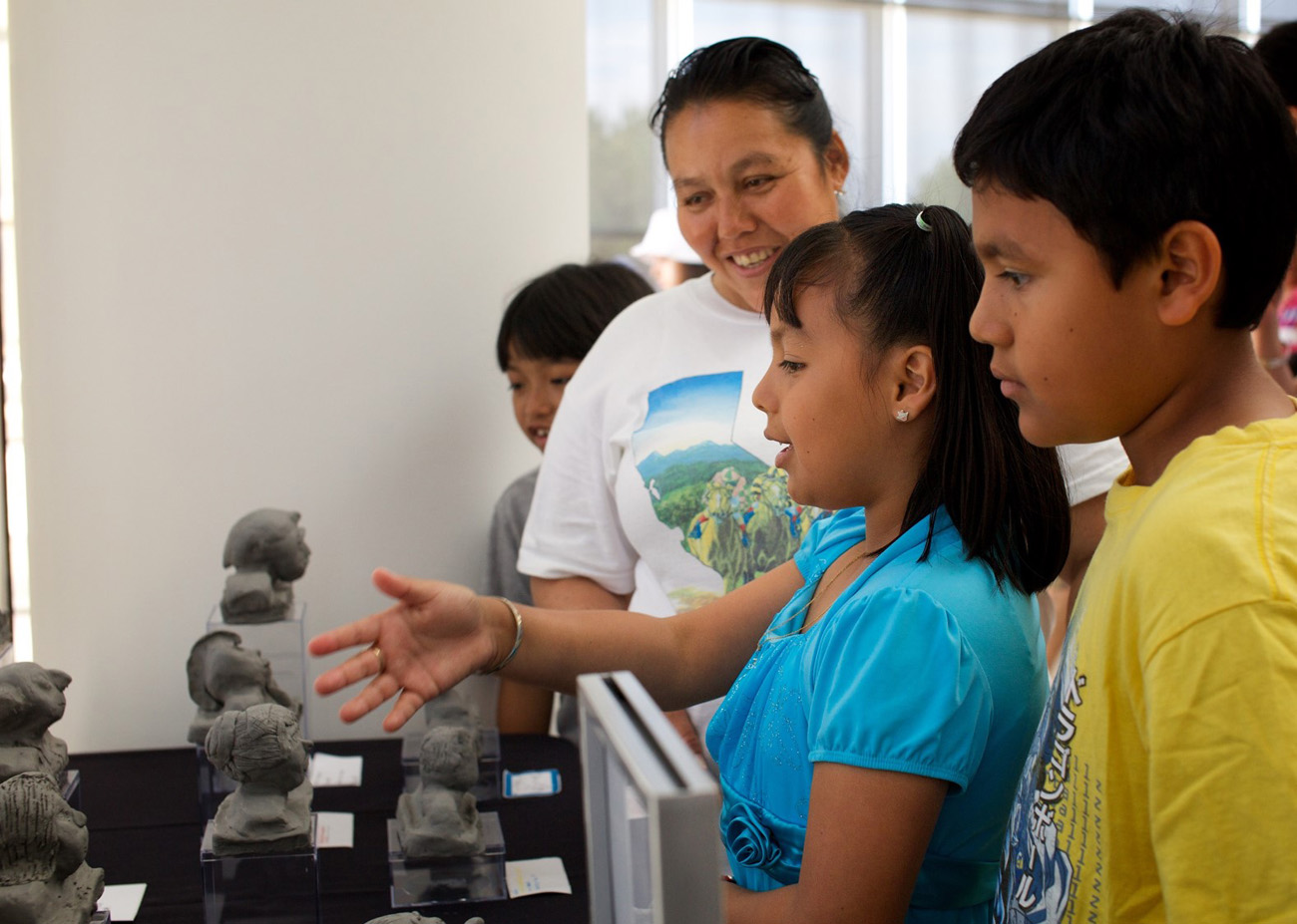 A student shows off her artwork to a family member during the art@thecore culminating event at the Getty Center. Photo courtesy Alyssa Fedele, Collective Hunch. All rights reserved