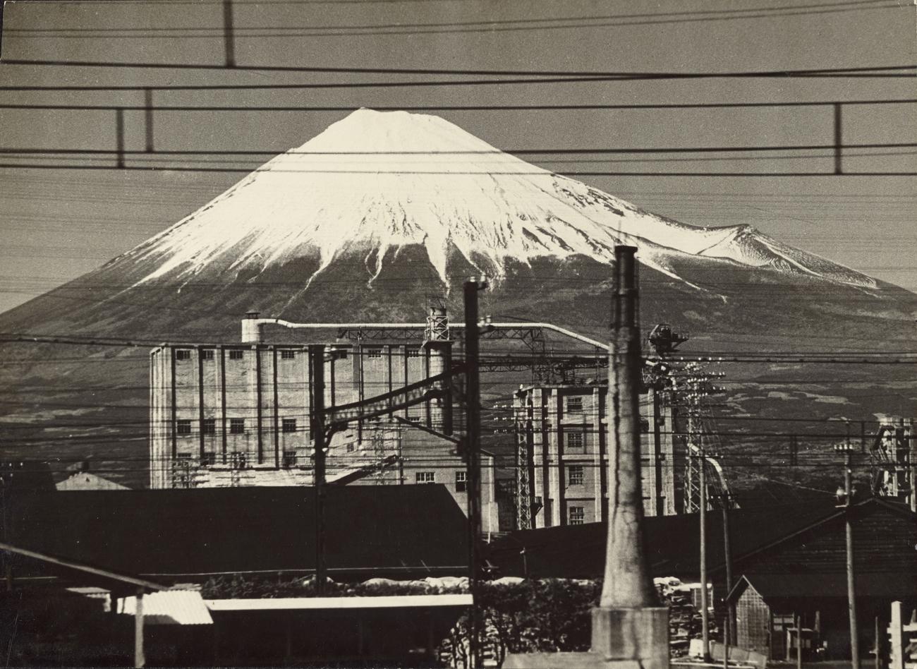 Mt. Fuji from a Train / Otsuka