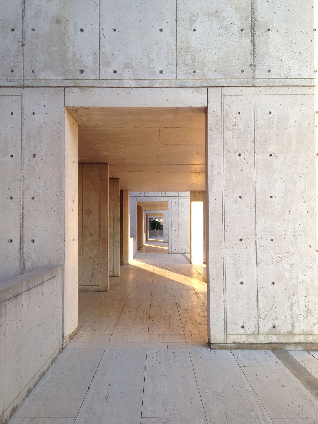 The arcade at the Salk Institue