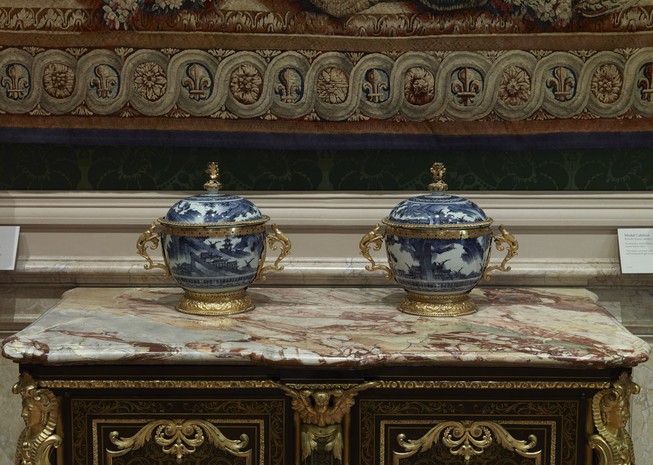 Pair of lidded and mounted bowls