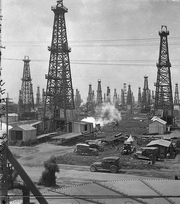 Oil fields near Los Angeles (Santa Fe Springs, 1927).