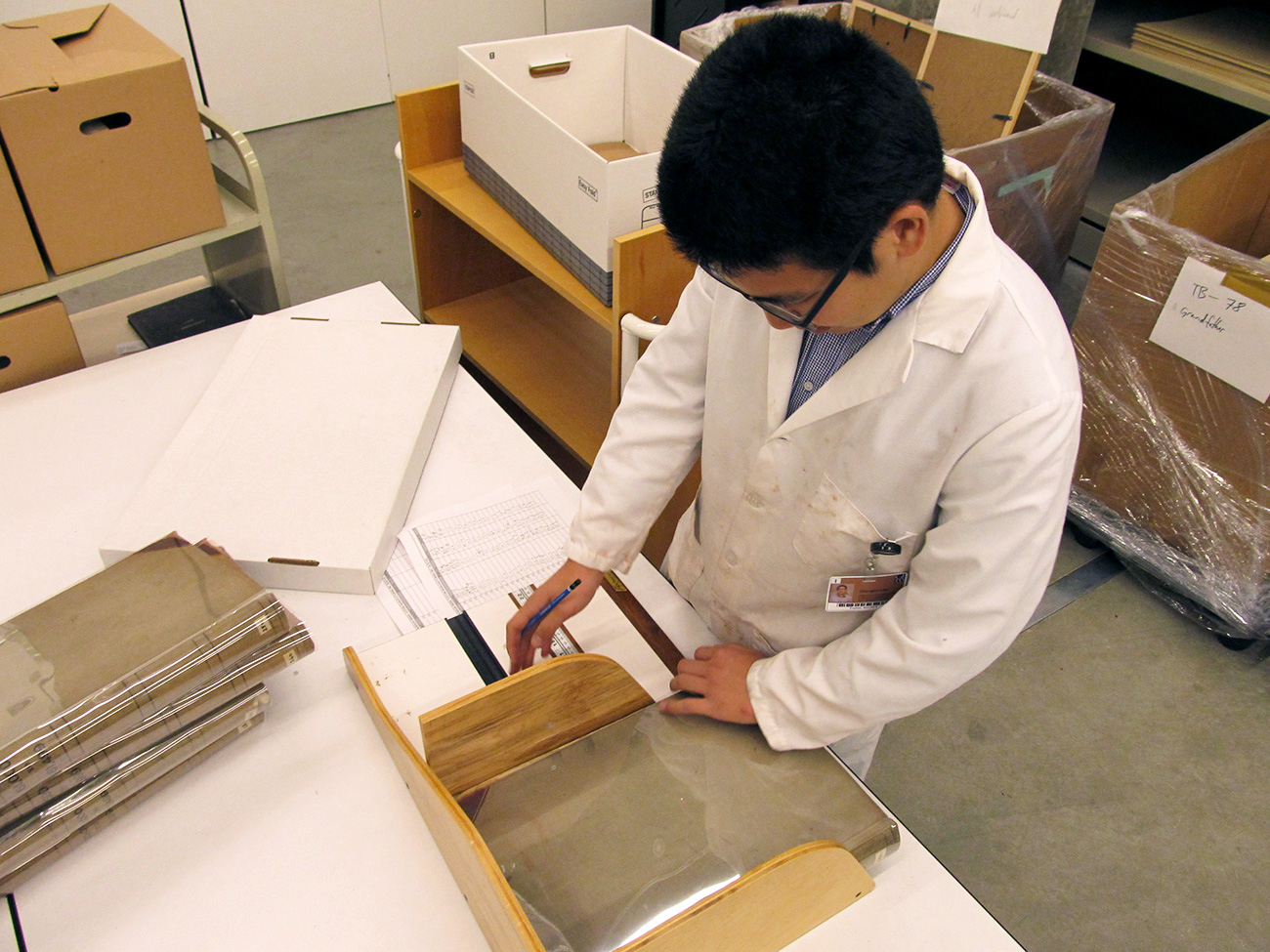 Chenglin Lee, 2015 intern from the Getty's Multicultural Undergraduate Internship Program, measures M. Knoedler & Co. financial ledgers for custom-sized phase boxes