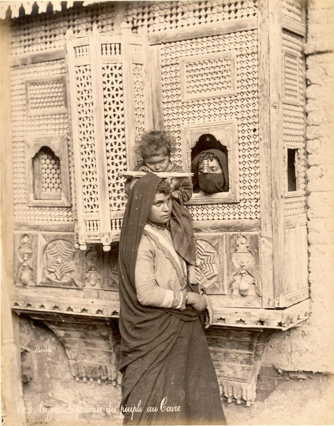 Types de femmes du people au Caire / Félix Bonfils