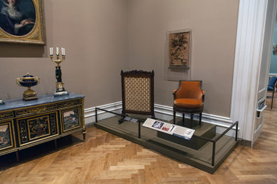 Marie-Antoinette's Swiveling Armchair Is the New Centerpiece of Neoclassical Furniture Gallery