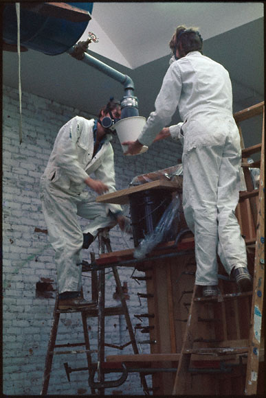 Pouring resin for 'Gray Wall'
