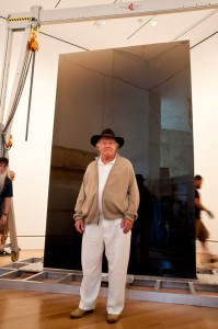 De Wain Valentine at the Getty Center with Gray Column, 2012