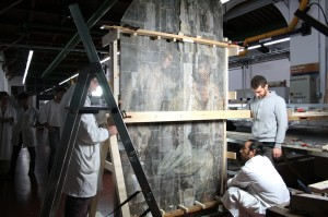 Positioning the panel vertically to align the margins of the joint. Archives of the Opificio delle Pietre Dure, Firenze.