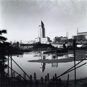 View of Los Angeles City Hall from the Union Station construction site / Julius Shulman